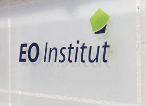 H18 080 EO Institut 300x217 - Kontakt
